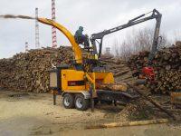 Foretec.lt - FORETEC INVESTICINĖ GRUPĖ - Tiekiame įvairią, miško transportavimui ir perdirbimui skirtą techniką: Skandinaviškus miškovežius,specialius miškovežinius antstatus sunkvežimiams,hidraulinius krautuvus- manipuliatorius,priekabas ir puspriekabes,medienos smulkintuvusi,skiedrovežines priekabas,atsargines dalis europe chippers EUROPE CHIPPERS – medienos smulkintuvai 20141223 124909 200x150