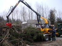 Foretec.lt - FORETEC INVESTICINĖ GRUPĖ - Tiekiame įvairią, miško transportavimui ir perdirbimui skirtą techniką: Skandinaviškus miškovežius,specialius miškovežinius antstatus sunkvežimiams,hidraulinius krautuvus- manipuliatorius,priekabas ir puspriekabes,medienos smulkintuvusi,skiedrovežines priekabas,atsargines dalis europe chippers EUROPE CHIPPERS – medienos smulkintuvai DSC01356 200x150