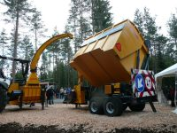 Europe-Chippers-DC-PTO-Crane-Tipper.2-1-1300x975  EUROPE CHIPPERS – medienos smulkintuvai Europe Chippers DC PTO Crane Tipper