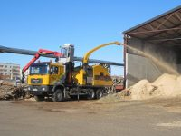 Foretec.lt - FORETEC INVESTICINĖ GRUPĖ - Tiekiame įvairią, miško transportavimui ir perdirbimui skirtą techniką: Skandinaviškus miškovežius,specialius miškovežinius antstatus sunkvežimiams,hidraulinius krautuvus- manipuliatorius,priekabas ir puspriekabes,medienos smulkintuvusi,skiedrovežines priekabas,atsargines dalis europe chippers EUROPE CHIPPERS – medienos smulkintuvai Europe Chippers EC 1175 Truck mount crane cabin