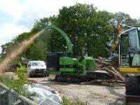 Foretec.lt - FORETEC INVESTICINĖ GRUPĖ - Tiekiame įvairią, miško transportavimui ir perdirbimui skirtą techniką: Skandinaviškus miškovežius,specialius miškovežinius antstatus sunkvežimiams,hidraulinius krautuvus- manipuliatorius,priekabas ir puspriekabes,medienos smulkintuvusi,skiedrovežines priekabas,atsargines dalis europe chippers EUROPE CHIPPERS – medienos smulkintuvai Europe Chippers EC 960 Tracks 400 HP 1300x975 1 200x150