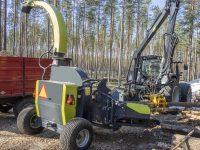 Foretec.lt - FORETEC INVESTICINĖ GRUPĖ - Tiekiame įvairią, miško transportavimui ir perdirbimui skirtą techniką: Skandinaviškus miškovežius,specialius miškovežinius antstatus sunkvežimiams,hidraulinius krautuvus- manipuliatorius,priekabas ir puspriekabes,medienos smulkintuvusi,skiedrovežines priekabas,atsargines dalis europe chippers EUROPE CHIPPERS – medienos smulkintuvai HJ500 bewerkt 1170x1000 1 200x150