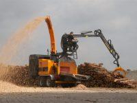 Foretec.lt - FORETEC INVESTICINĖ GRUPĖ - Tiekiame įvairią, miško transportavimui ir perdirbimui skirtą techniką: Skandinaviškus miškovežius,specialius miškovežinius antstatus sunkvežimiams,hidraulinius krautuvus- manipuliatorius,priekabas ir puspriekabes,medienos smulkintuvusi,skiedrovežines priekabas,atsargines dalis europe chippers EUROPE CHIPPERS – medienos smulkintuvai erope Chippers EC 960 Tandem with crane